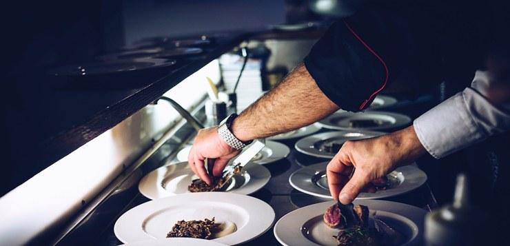 Dekoracija za jela u restoranu